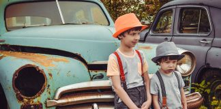 Παιδιά αυτοκίνητο